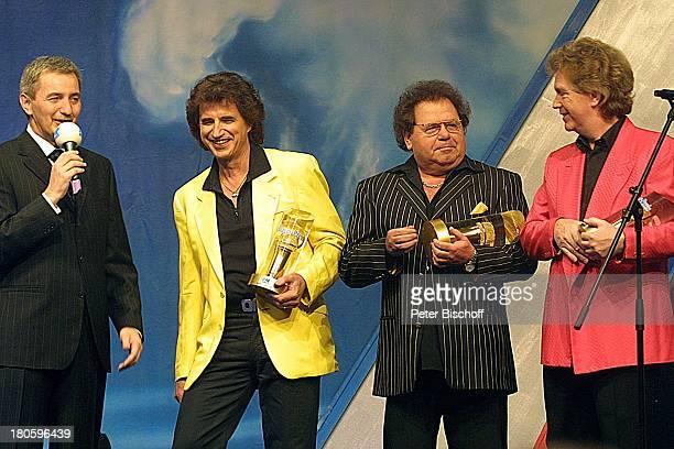 Moderator Reiner Meutsch Musikgruppe Die Flippers Gala zur Verleihung des Internationalen Schlagerpreises Ludwigshafen Bühne Auftritt Mikrofon...