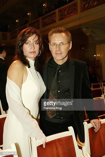 Moderator Reinhold Beckmann Mit Ehefrau Kerstin Bei Der 38 Verleihung Der Goldenen Kamera Von Der Zeitschrift Hörzu Im Berliner Konzerthaus