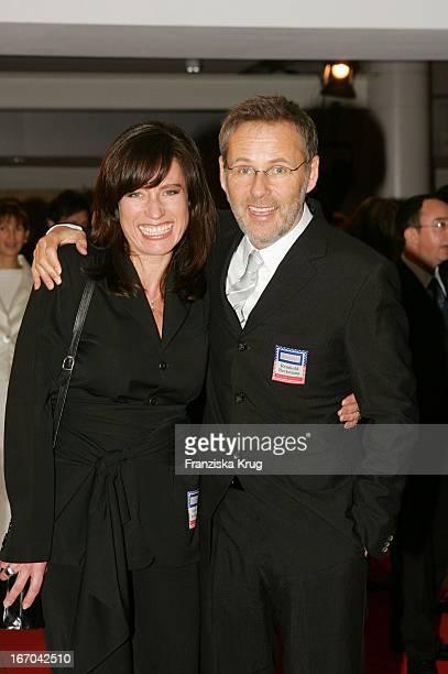 Moderator Reinhold Beckmann Mit Ehefrau Kerstin Bei Der Verleihung Des Deutschen Medienpreis 2005 Im Kongresshaus Baden Baden Am 130205