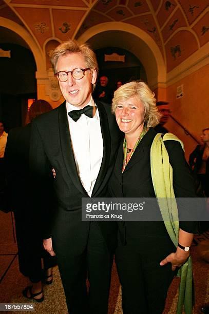 Moderator Theo Koll Und Monika Gritters Bei Der Verleihung Des 17 Bayerischen Fernsehpreis Im Prinzregententheater In München Am 030605