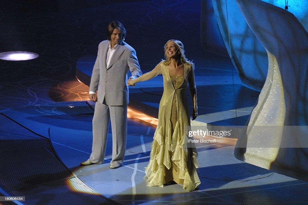 Moderatoren-Paar, 'Eurovision Song Contest'-Grand-Prix 2002', Ta : News Photo