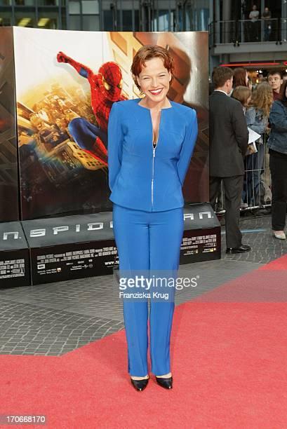 """Moderatorin Andrea Ballschuh Bei Der """"Spiderman"""" Premiere Im Cinestar In Berlin Am 270502"""