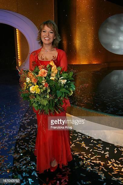 Moderatorin Andrea Ballschuh Bei Der Verleihung Der Goldenen Henne Im Friedrichstadtpalast In Berlin