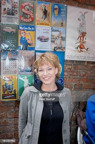 """Moderatorin Andrea Ballschuh, ZDF-Musikshow: """"Traumland Deutschland"""", """"Eine musikalische F l u s s k r e u z f a h r t auf der W E S E R"""", Bremen,..."""