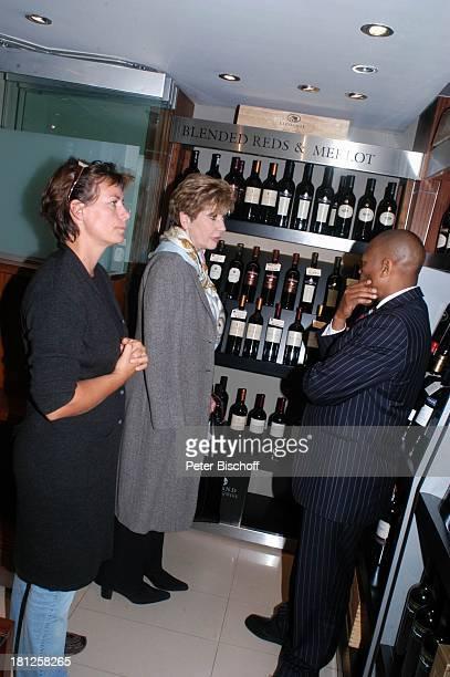 Moderatorin Carolin Reiber Maskenbildnerin Susanne Beck Weinverkäufer GrandHotel Arabella Sheraton Kapstadt Südafrika Afrika
