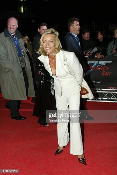 Moderatorin Christiane Gerboth Bei James Bond Premiere In Berlin