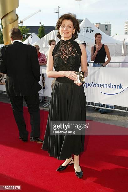 Moderatorin Marijam Agischewa Bei Der Verleihung Deutschen Filmpreis Im Berliner Tempodrom