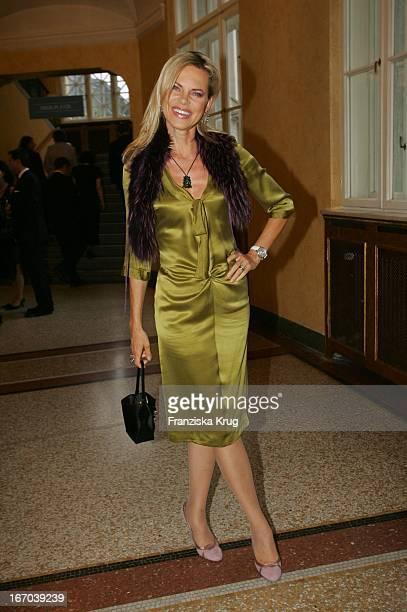 Moderatorin Nina Ruge Im Kleid Von Boss Bei Der Verleihung Des Corine Internationaler Buchpreis 2005 Im Prinzregententheater In München