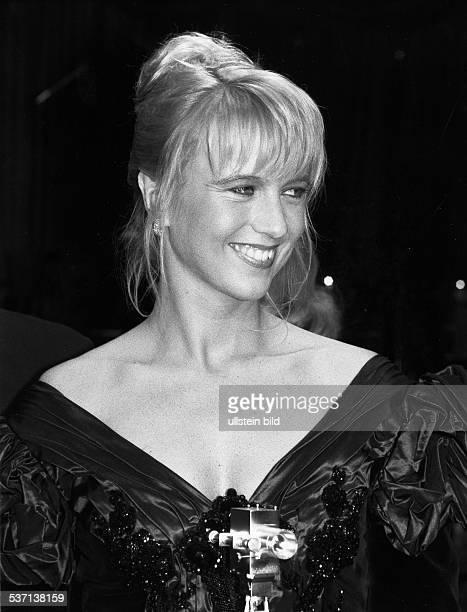 * Moderatorin NL Porträt als Preisträgerin der 'Goldenen Kamera' 1993