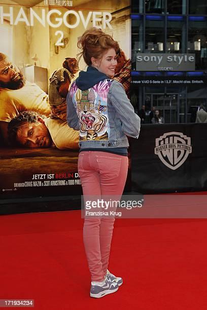 Moderatorin Palina Rojinski Bei Der Premiere Des Kinofilms Hangover 2 Im Sony Center In Berlin