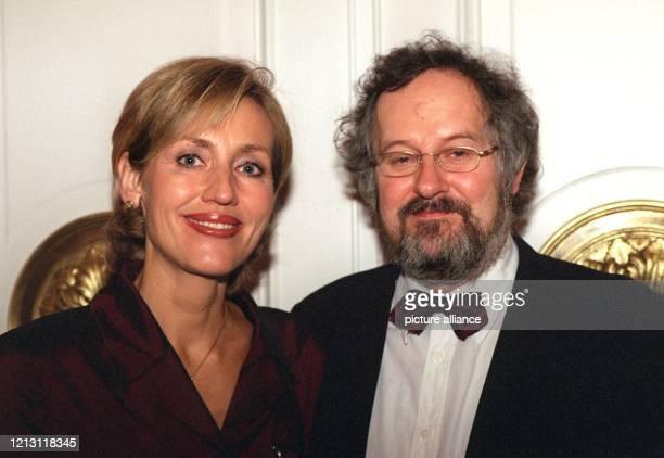 """Moderatorin Petra Gerster und ihr Ehemann Christian Nürnberger-Gerster, aufgenommen nach der Verleihung der """"Goldenen Kamera"""" im Schauspielhaus am..."""