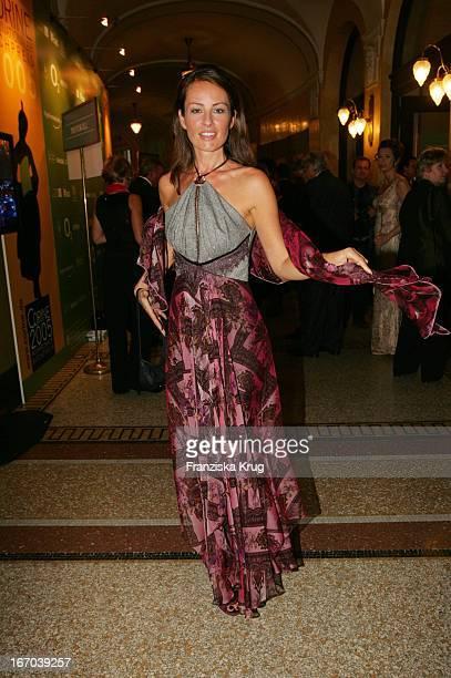 Moderatorin Sabrina Staubitz In Einem Kleid Von Talbot Runhof Bei Der Verleihung Des Corine Internationaler Buchpreis 2005 Im Prinzregententheater In...