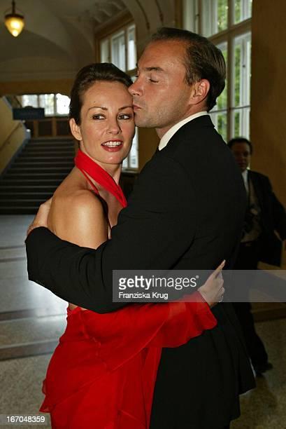 Moderatorin Sabrina Staubitz Mit Ehemann Wolfram Winter Bei Der Verleihung Des Bayerischen Fernsehpreis Im Prinzregententheater In München Am 070504
