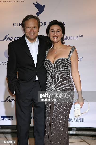Moderatorin Sandra Maischberger Und Ehemann Jan Kerhart Bei 'Cinema For Peace' Im Konzerthaus In Berlin Am 130206