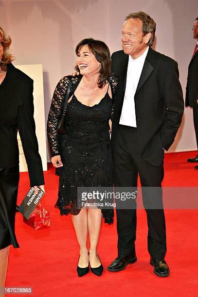 Moderatorin Sandra Maischberger Und Ehemann Jan Kerhart Bei Der Verleihung Des Henri Nannen Preis Im Schauspielhaus In Hamburg Am 110507