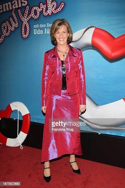 Moderatorin Susanne Holst Bei Der Musicalpremiere 'Ich War Noch Niemals In New York' Am 021207 In Hamburg Im Operettenhaus