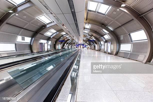 Moderne Flughafen-Tunnel