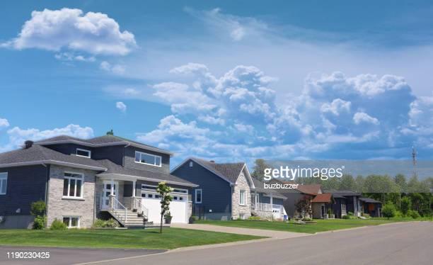 case moderne americane - casa di mattoni foto e immagini stock