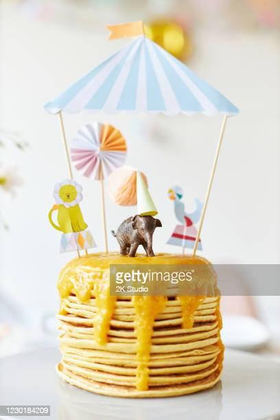 a modern and fresh table decoration with the theme of circus and animals for a children's birthday party - happy birthday cat stock pictures, royalty-free photos & images