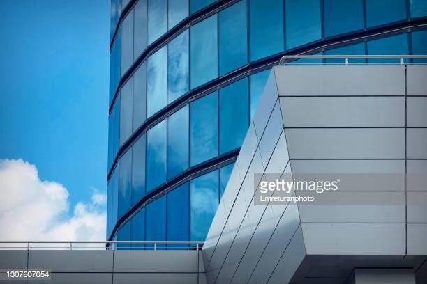 modern architectural features of a high riser. - emreturanphoto stock-fotos und bilder