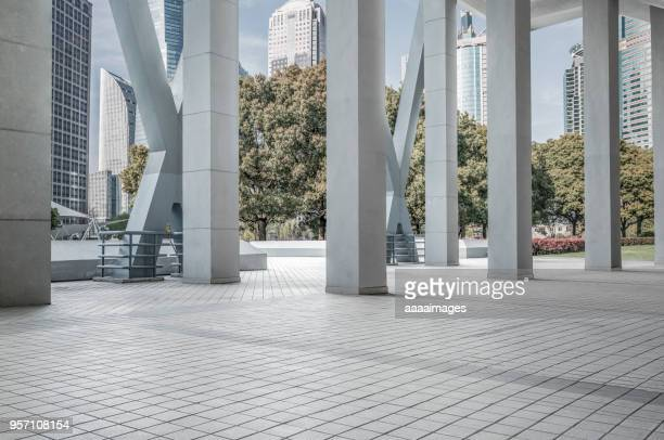 modern architectural structure front of building groups,shanghai - architektonische säule stock-fotos und bilder