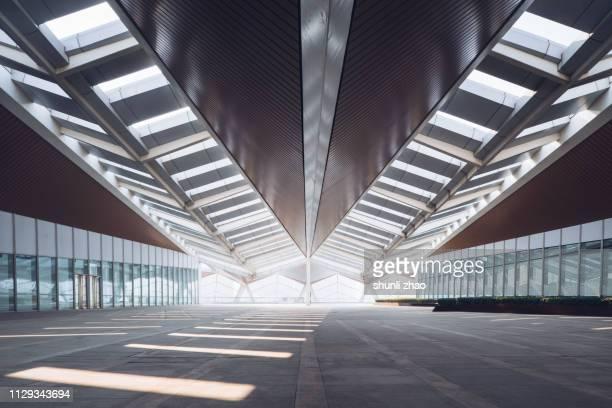 modern architectural structure - tela grande - fotografias e filmes do acervo