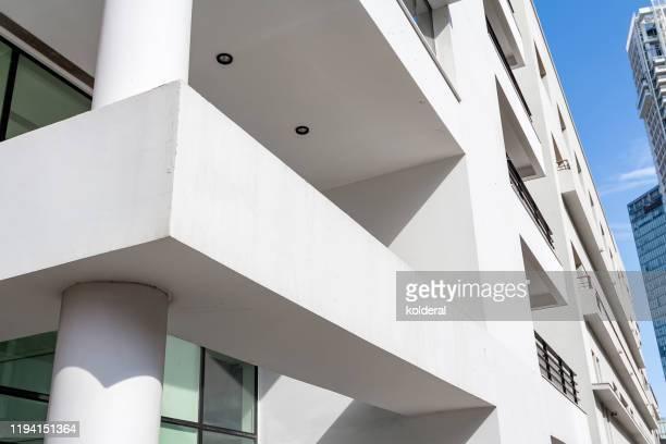 modern architecture at midday - 商業不動産 ストックフォトと画像