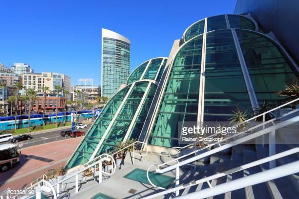 modern architecture at the convention center in san diego - rainer grosskopf foto e immagini stock