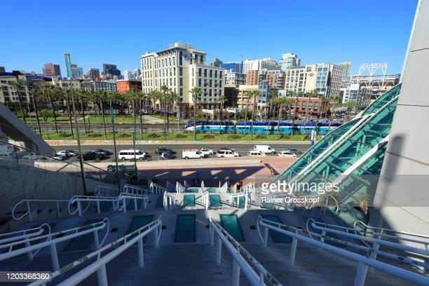 modern architecture at the convention center in san diego - rainer grosskopf stock-fotos und bilder