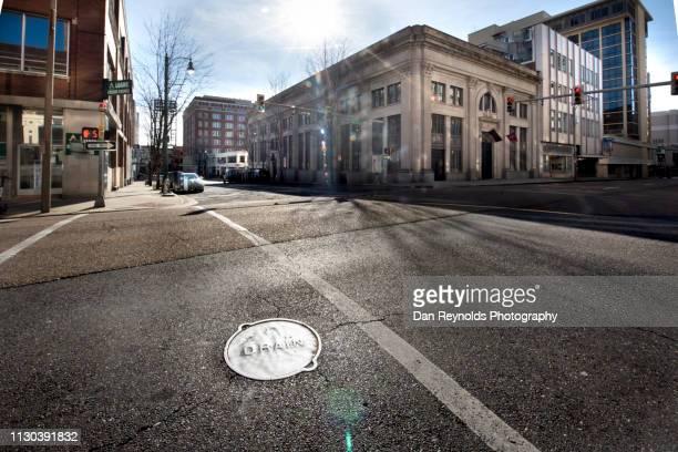 modern architecture city - stadsstraat stockfoto's en -beelden