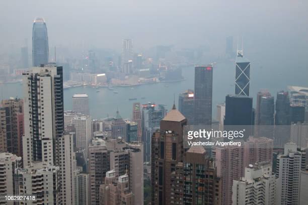 modern architecture in hong kong, a truly vertical urban life - argenberg stock-fotos und bilder