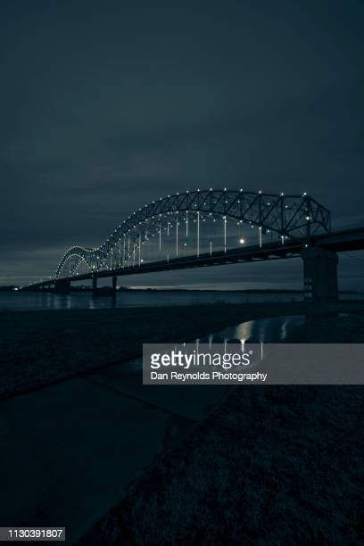 modern architecture memphis twlight - memphis tennessee stock pictures, royalty-free photos & images