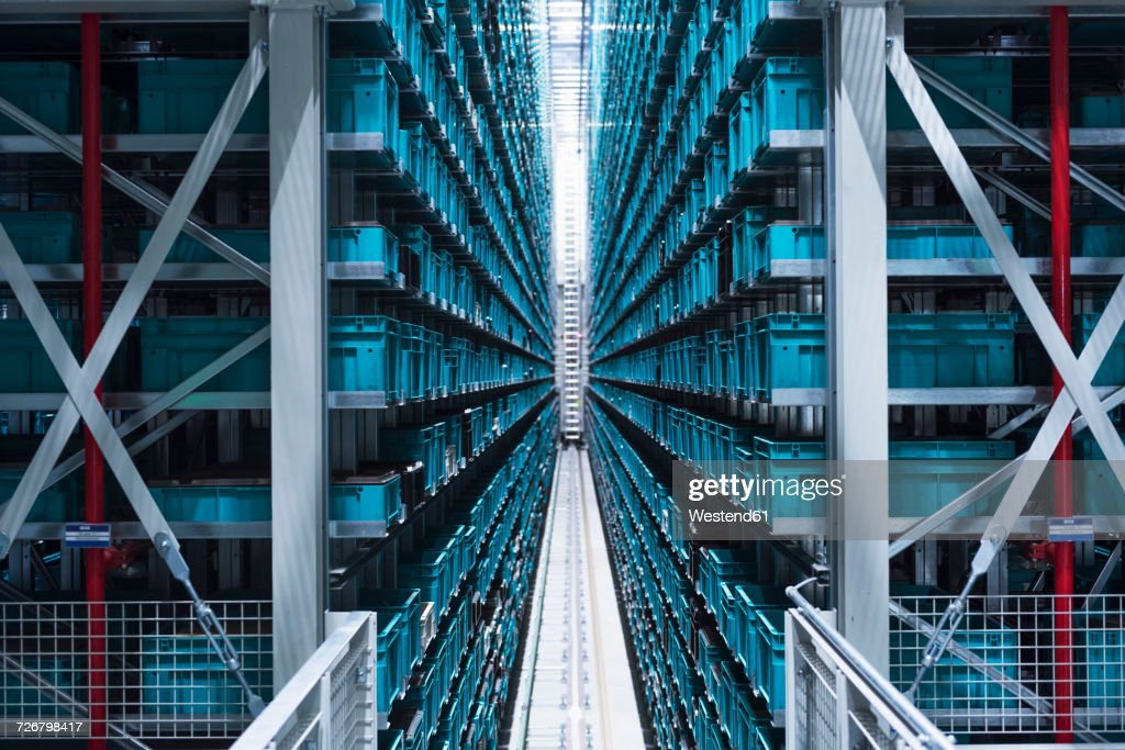 Modern automatized high rack warehouse : Stock-Foto