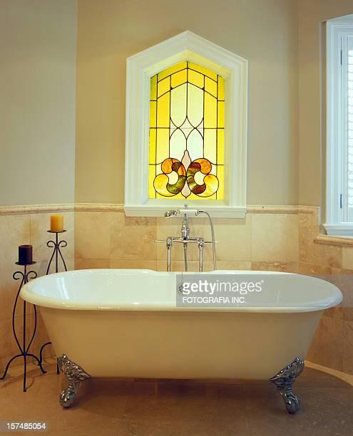 Vasca da bagno con piedini foto e immagini stock getty images - Vasca da bagno piedini ...