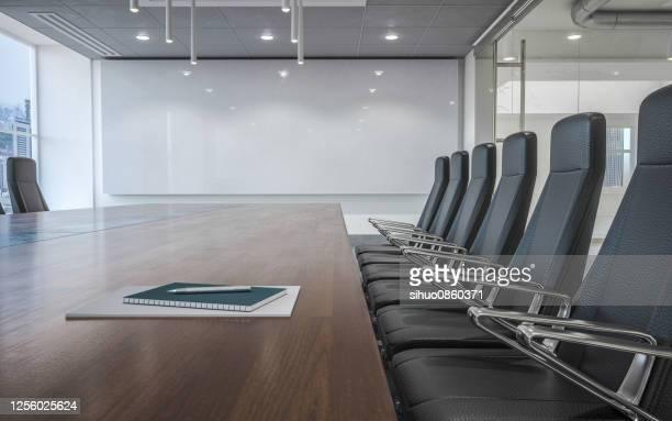 moderna sala de juntas - sala de conferencias fotografías e imágenes de stock