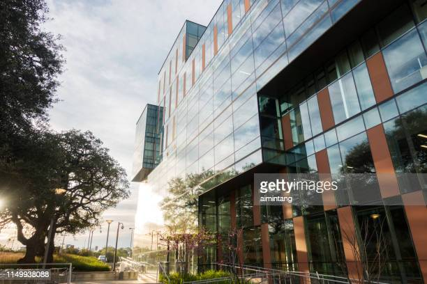 modern building of medical facility in the campus of university of texas at austin - university of texas at austin stock pictures, royalty-free photos & images