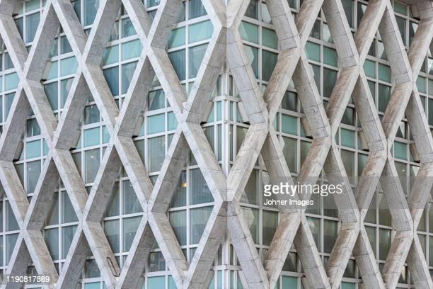 modern building - concepts et thèmes photos et images de collection