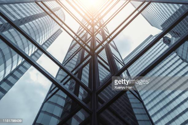 modern building side made of glass reflecting sunlight - tall high stock pictures, royalty-free photos & images