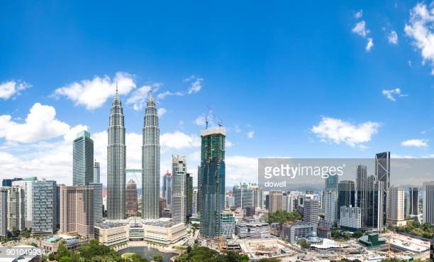 modern buildings in midtown of modern city - kuala lumpur photos et images de collection