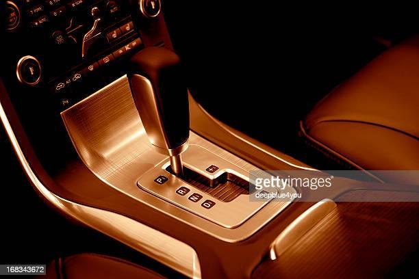 Moderne Auto automatische Schaltung, rote Getönt