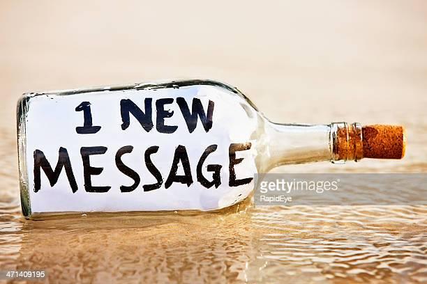 Moderne castaways über e-mail: Neue Nachricht Ankündigung-Flasche in washed-Optik
