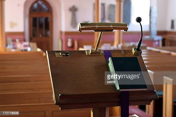 igreja moderna do púlpito - congregação - fotografias e filmes do acervo