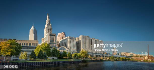 modern city skyline, cleveland, usa - cleveland ohio stock pictures, royalty-free photos & images
