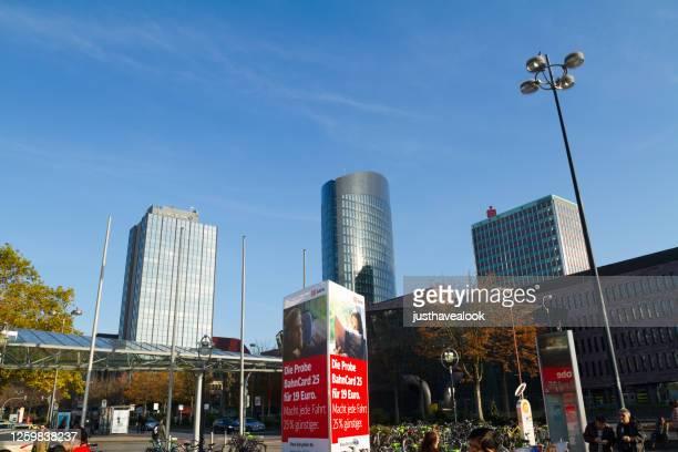 paisaje urbano moderno de dortmund cerca de la estación principal - dortmund ciudad fotografías e imágenes de stock