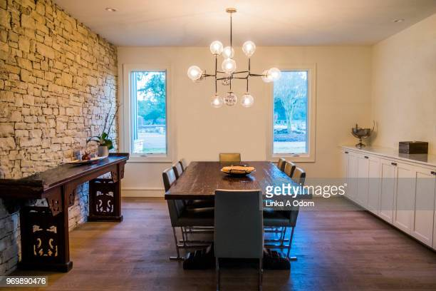 modern clean domestic dining room with wood table - domestic life imagens e fotografias de stock