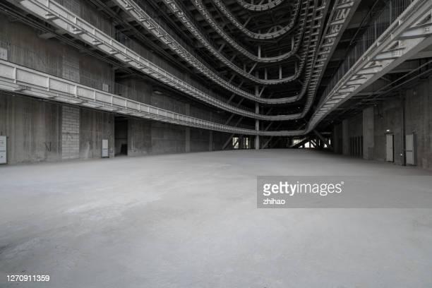 modern concrete and metal frame building interior, 3d rendering - halle gebäude stock-fotos und bilder