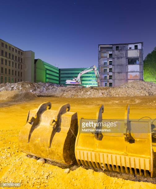 modern construction site szene with excavator - makarinus stock photos and pictures