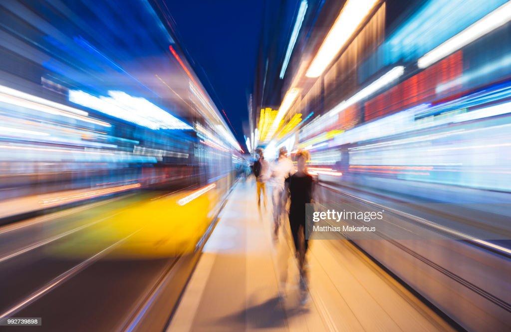 Modern Creative Zoom Rush Hour Night Street Szene in Berlin with Traffic Lights : Stock Photo