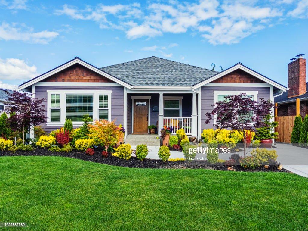 Moderne Aangepaste Suburban Home Exterieur : Stockfoto