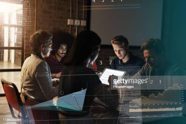 modern day meetings - miglioramento digitale foto e immagini stock